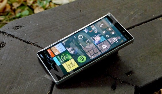 смартфон nokia lumia 930 с возможностью установки windows phone 10